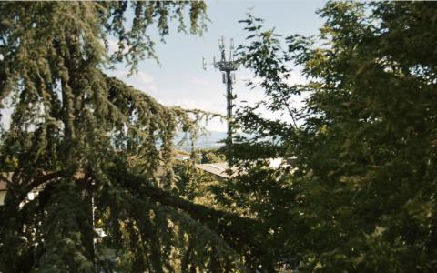 ELETTROSENSIBILITA' lo spot di Officinemedia per la campagna di informazione sui rischi per la salute legati alle radiazioni wireless.